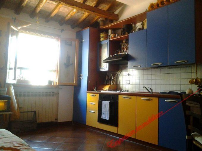 Montelupo Fiorentino - appartamento in vendita in zona Fibbiana,3 vani in stile rustico posto al 2° ed ultimo piano, 60 mq, caminetto
